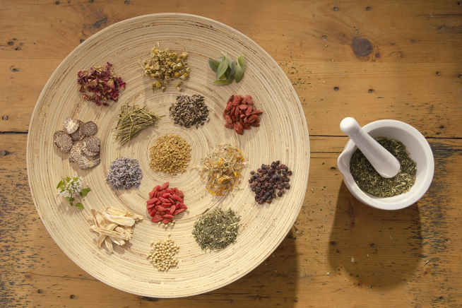 داروهای طبیعی و سنتی باید در فهرست داروهای رسمی کشور قرار گیرد