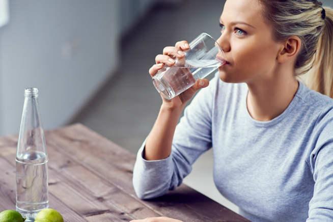 با ۱۷ نکته کلیدی نوشیدن آب از نگاه طب سنتی و اسلامی آشنا شوید